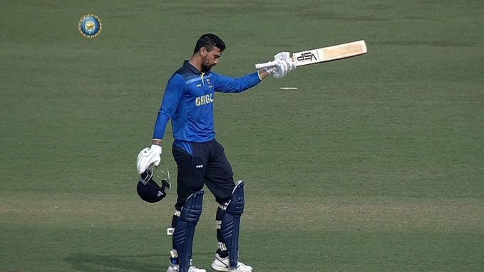 DO NOT MISS: Vivek Singh's fantastic 100* (64) FireFire  The Bengal opener notched up the first Hundred points symbol of the Syed Mushtaq Ali Trophy 2020-21. Clapping hands signClapping hands sign #JHAvBEN #SyedMushtaqAliT20   Watch his knock Movie cameraDown pointing backhand