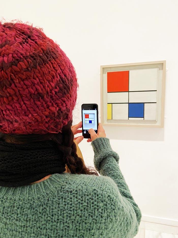 🤩 ¿Has estado en el Museo Reina Sofía? 👩🏻🎨 Además de su exposición permanente, hasta marzo puedes recorrer el universo de #Mondrian   ✍🏻 Información práctica para que puedas organizar tu visita: horarios, precio, etc.  #ReinaSofía #Madrid  ➜  Apunta: