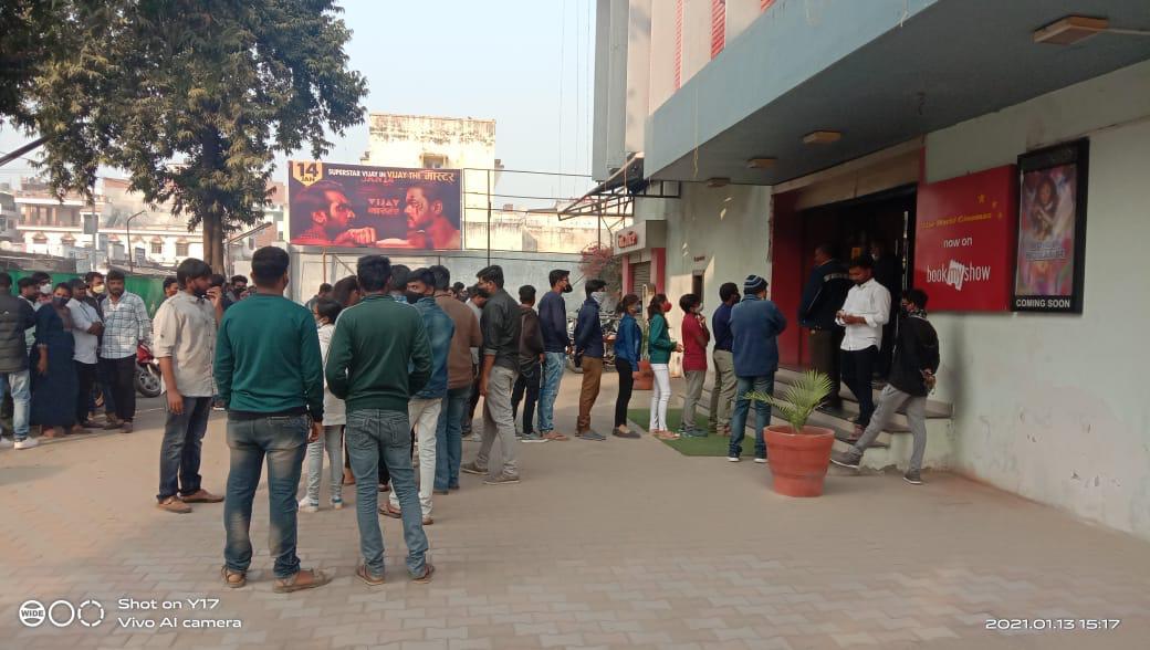 #ThalapathyVijay rocks !  🔥🔥🔥👌👌  Huge crowds at Prayagraj (Allahabad) UP for #VijayTheMaster , 3.40 pm show today  Excellent reviews , this movie will put box office on 🔥😎💪he is truly a #Master #cinemasAreBack  @akshayerathi @VishekC @satadeeps