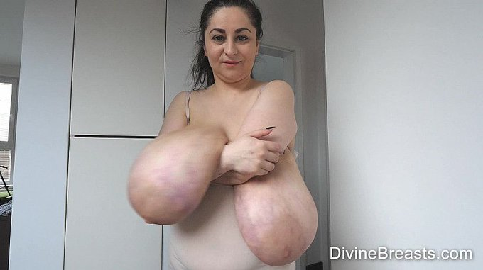 Alice Sexy Gigantic Breasts see more at https://t.co/fpfFhqwlOS https://t.co/LN7nU6AGg4