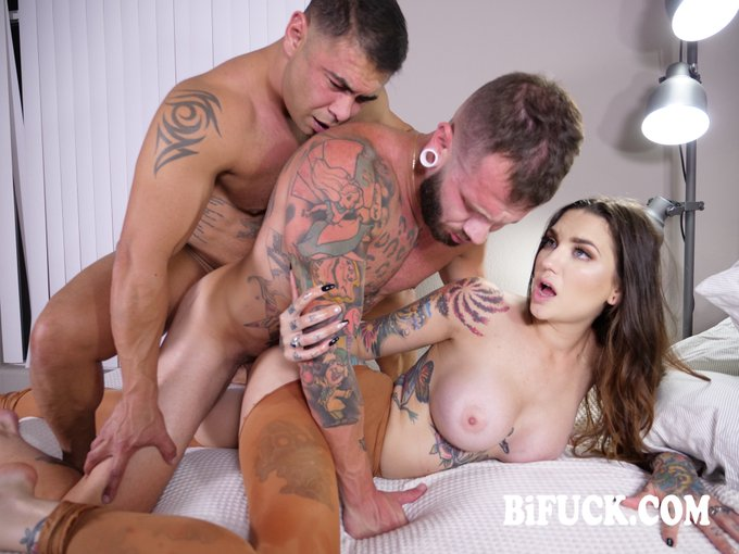 1 pic. Out on https://t.co/hSgieLh6yW 📹  🎬Bisexual World on Fire Part 2  🌟@RockyEmersonXXX 🌟@JohnnyHill_xxx 🌟@Draven_Navarro  Directed