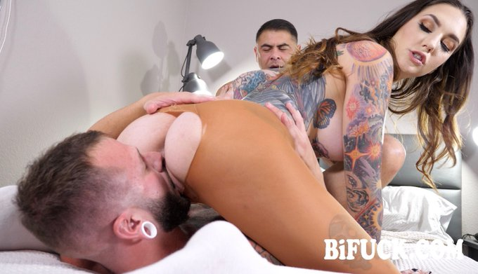 4 pic. Out on https://t.co/hSgieLh6yW 📹  🎬Bisexual World on Fire Part 2  🌟@RockyEmersonXXX 🌟@JohnnyHill_xxx 🌟@Draven_Navarro  Directed