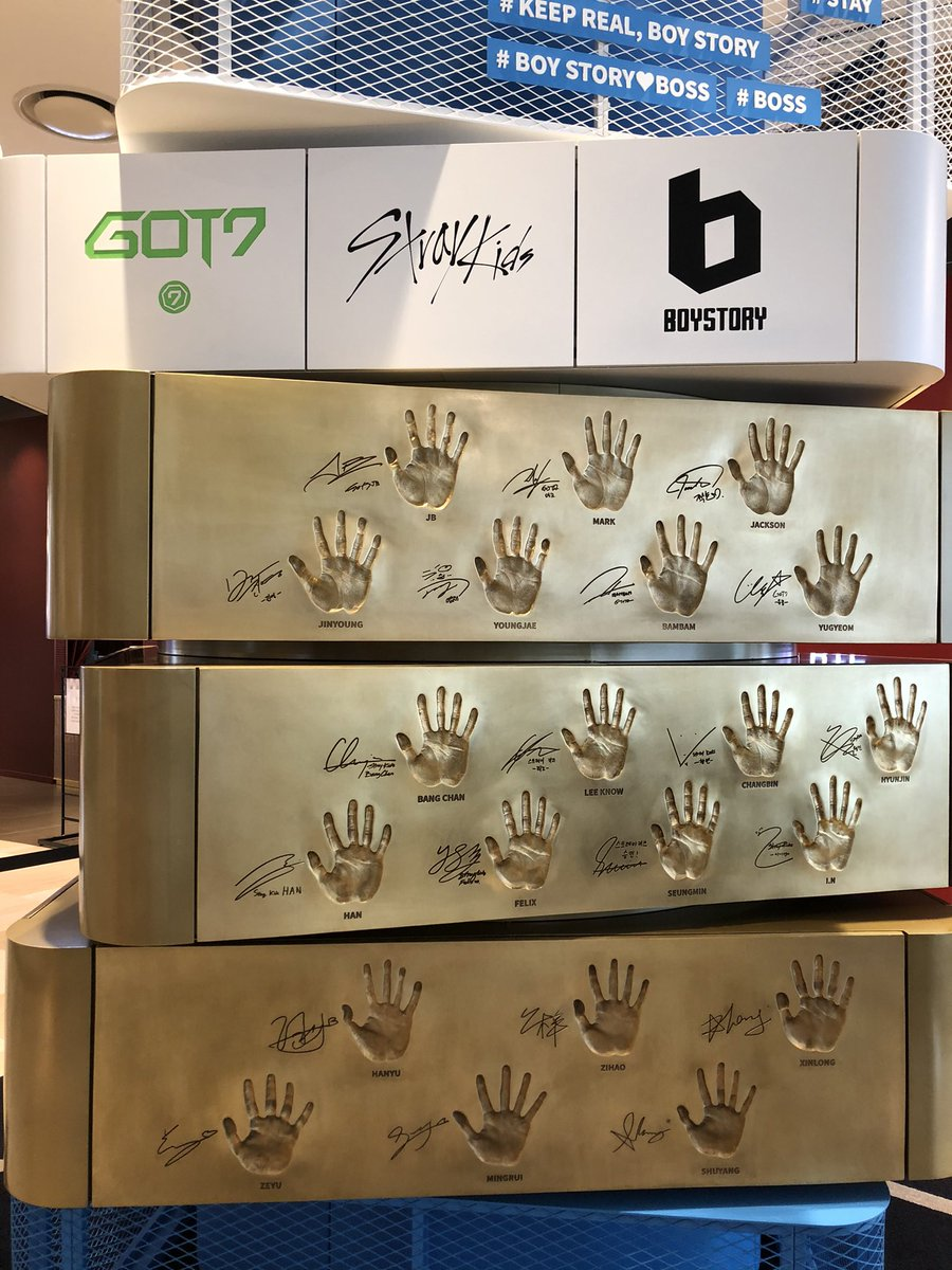 seeing his handprint makes me want to SCREAM yet i've held his actual hands three times - a clown