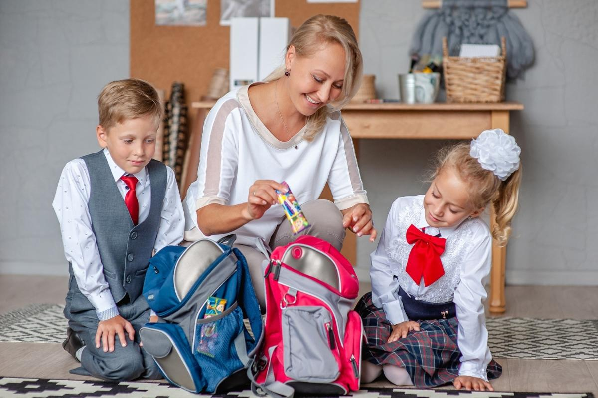 Аналитики подсчитали расходы россиян на сборы детей в школу