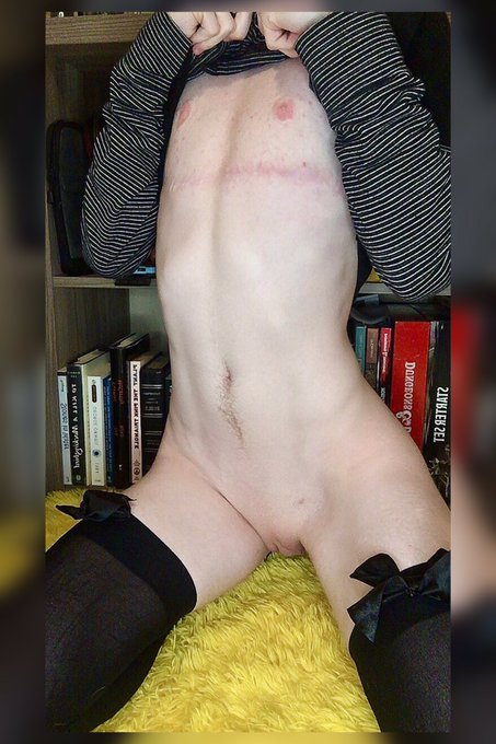 1 pic. I always feel so cute in thigh highs☺️  🖤 18+ Only 🖤 He/Him 🖤 https://t.co/54WGE1ymMr