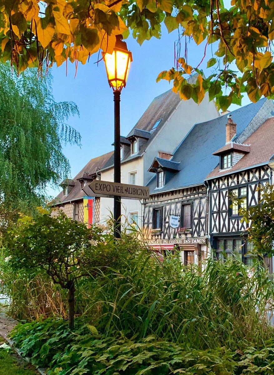 Vous connaissez la jolie ville d'Aubigny-sur-Nère, dans le Berry ? Une balade adorable à ne pas manquer 🥰  📸 OT Aubigny-sur-Nère - #ValdeLoire #Berry #AubignySurNere https://t.co/OW5Ls9IDcK