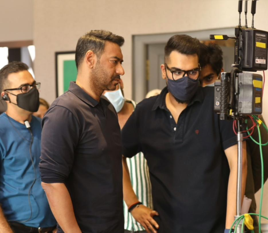 It's always immensely satisfying to be on set. One long schedule almost wrapped, next one is around the corner 🤩 @ajaydevgn @ADFFilms  #ShootModeOn #Mayday #filmcrew
