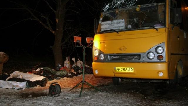 13 січня - річниця страшного теракту російських окупаційних сил на #Донбас`і. 13.01.2015 в результаті обстрілу автобусу під #Волноваха загинуло 12 людей, а ще 18 були поранені. *** #архіви терактів зими 2015: https://t.co/kNC3UKIUqq https://t.co/ci4HMaufV1