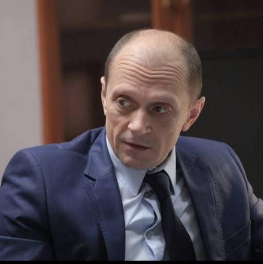 Актёр Дмитрий Гусев найден мертвым в своей машине около съёмочной площадки в Москве. https://t.co/Rzj9DB1LkO
