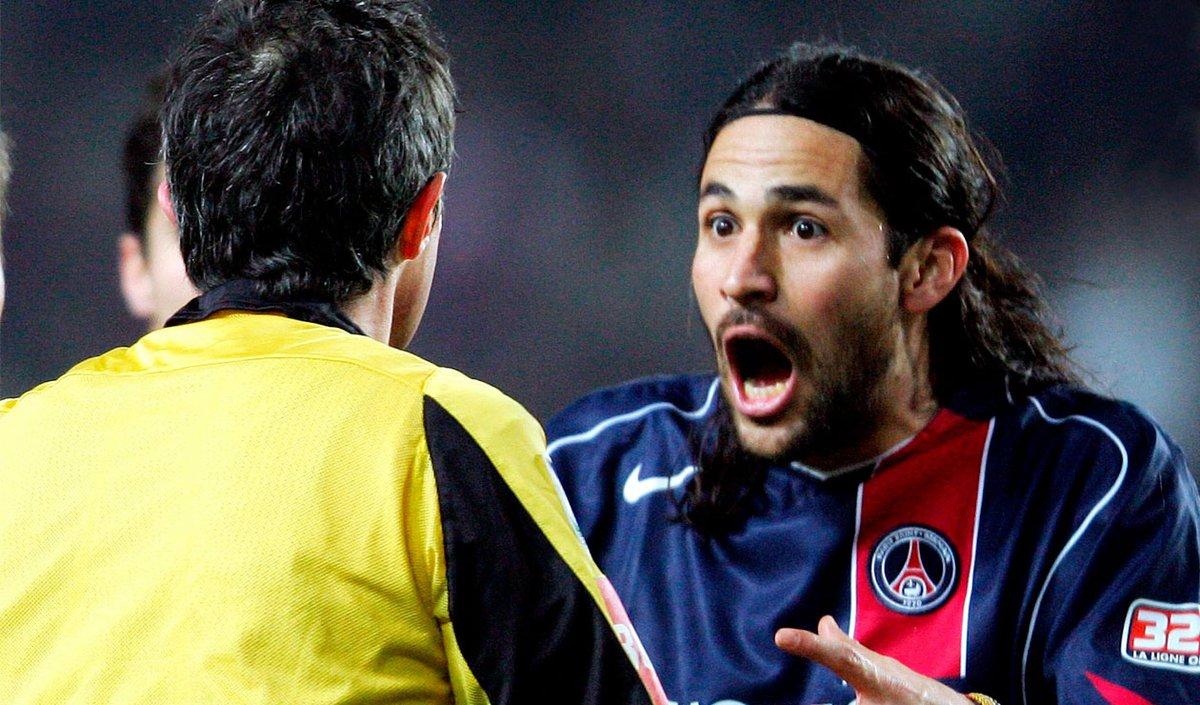 Hoy cumple 45 años nuestro orgullo colombiano en 🇫🇷 Paris Saint-Germain. Un jugador con los huevos mas grandes que nuestro estadio el Parc des Princes. ❤💙  Feliz cumpleños parcero 🇨🇴 @MarioAYepes. Y... #EraGolDeYepes. 🎉🎉🎉🎉🎉🎉🎉🎉🎉🎉🎉🎉 #AllezPSG. 💙❤