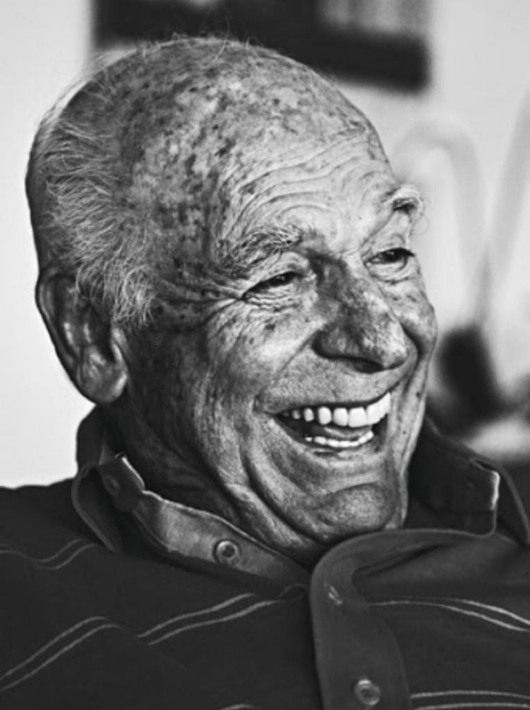 O Braga no deixou. Gostava muito dele. Sorriso fácil, gentil e inteligentíssimo. Além competência profissional, sera lembrado também pelos inumeros capítulos importantes da história do esporte no Brasil que ajudou a escreveu e pela sua infinita generosidade.