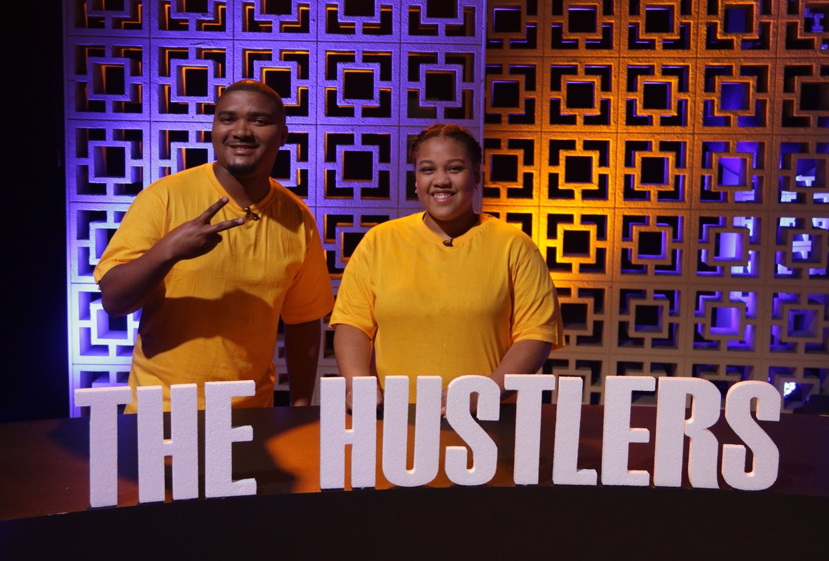 We have #TheHustleAmber Leigh Englishand her teacher Mr E. Goliath playing for the yellow shirts. Are you feeling this team? #HecticCHALLENGER https://t.co/NWB07DGEOD