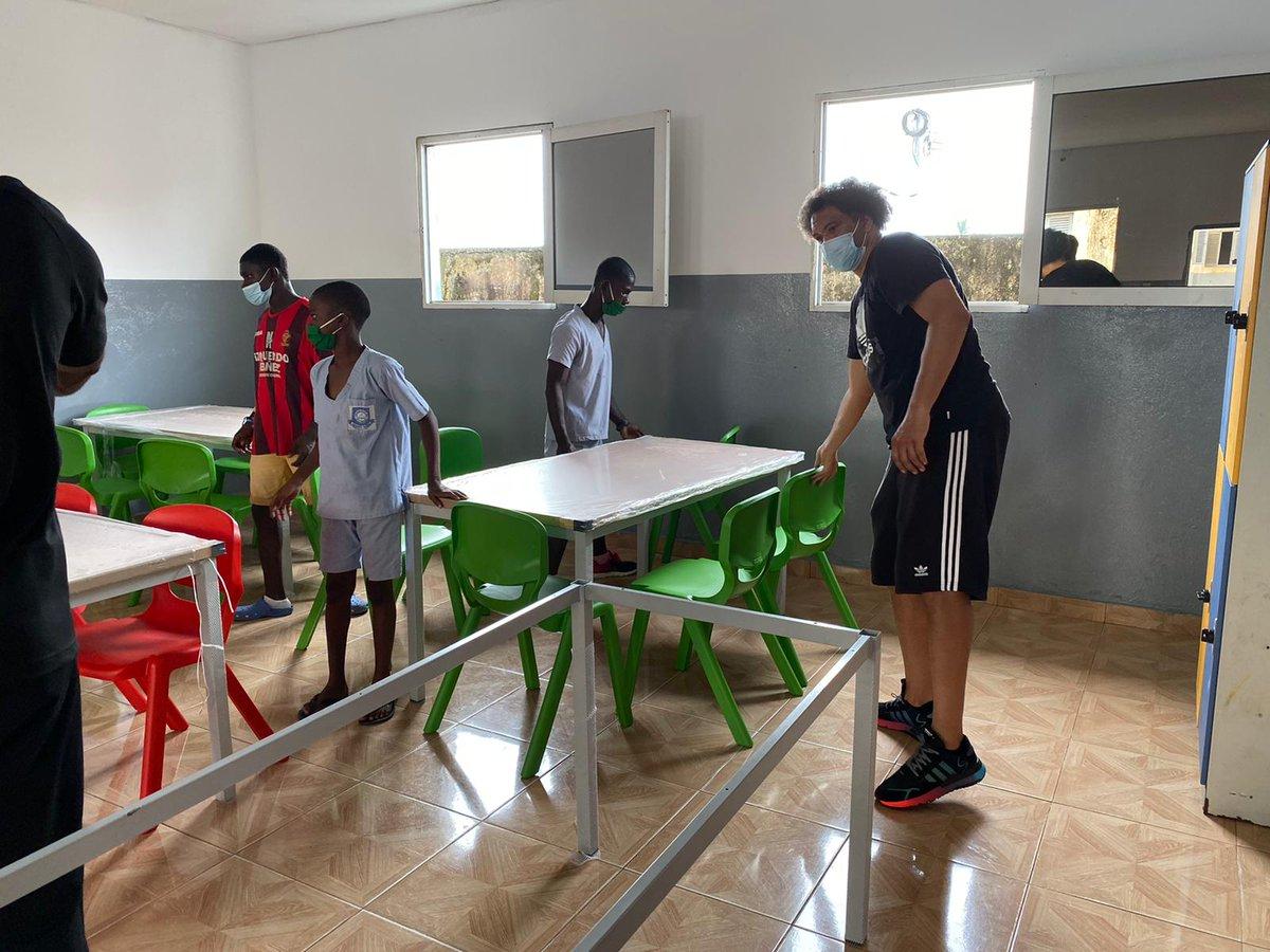 📣 La Fundación @RealBetis dona mobiliario escolar para el orfanato de Malabo en Guinea Ecuatorial 📚🇬🇶  Una donación realizada con la colaboración del @Ayto2Hermanas y la Fundación Martínez Hermanos 😊💚  ¡Juntos por la Cooperación Internacional! 🙌🌏  ➡️