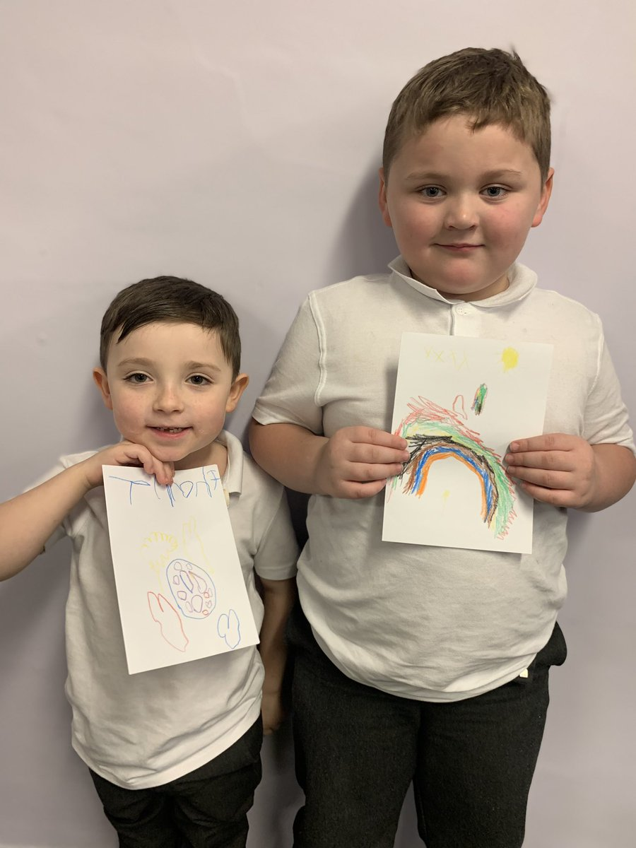 Today Acorns class have been thinking about what they are thankful for. They wanted to say thank you to @MerseyPolice and @AlderHey for all the work that they do to keep us safe ⭐️🌈 #keyworkers #thankyou #PSHE #SMSC #personaldevelopment #gratitude #heroes