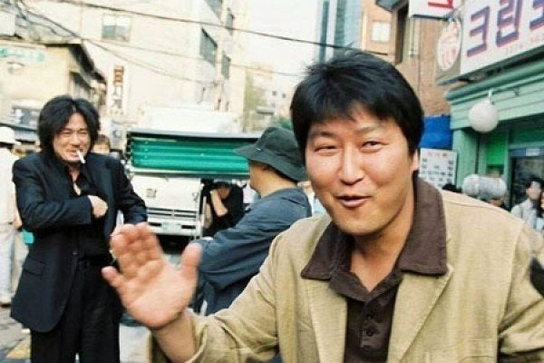 Song Kang-ho dropping in on the Oldboy set. He was filming Memories of Murder nearby.