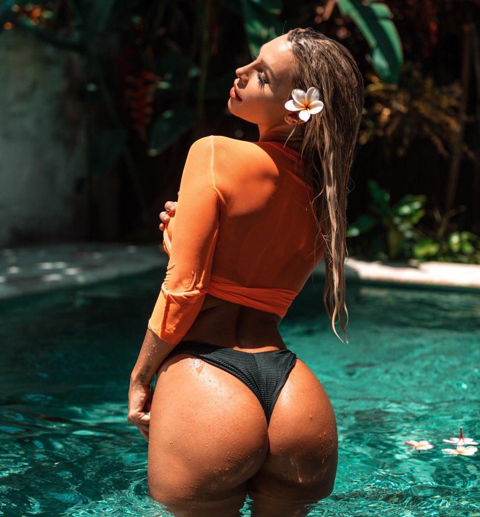 Summer vibes 🌺