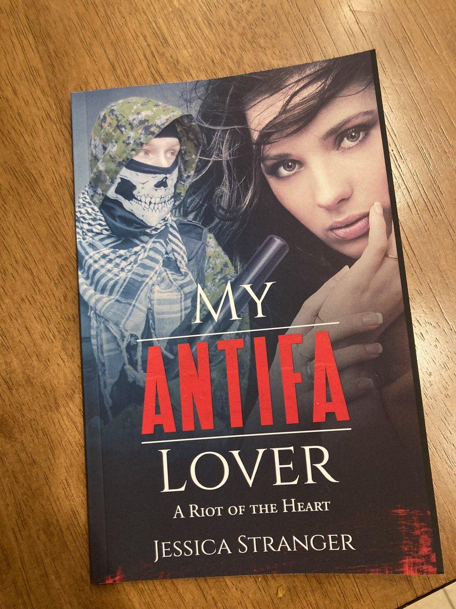 My fiancé got me this book https://t.co/n1IMg6NVPZ