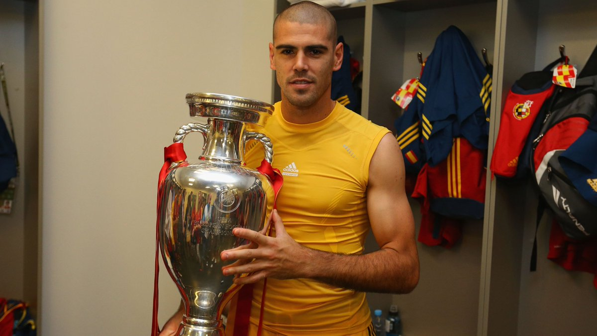 🏆 Victor Valdes won 21 trophies with @FCBarcelona and the #WorldCup and #EURO with @SeFutbol. We wish the former goalkeeper many happy returns on his 39th birthday 🎈