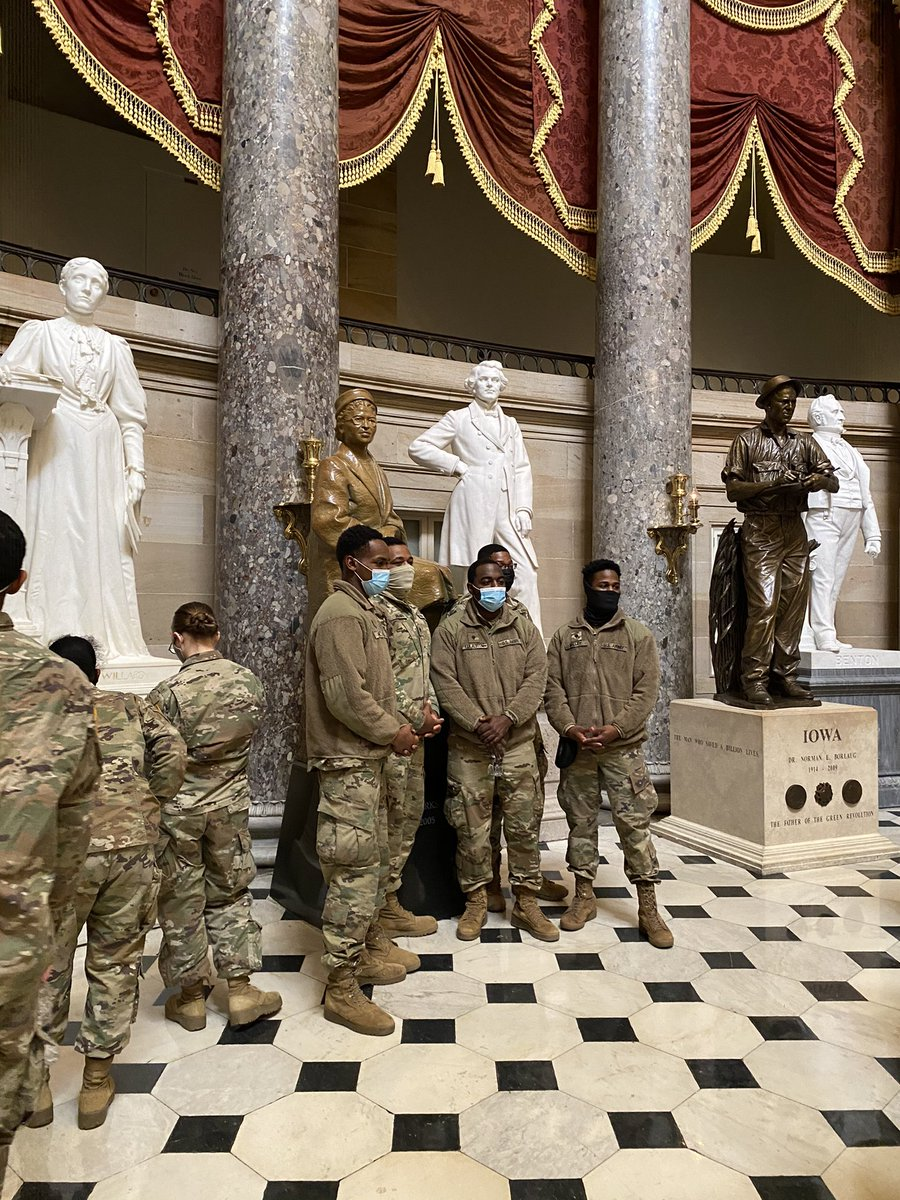 Taking a photo with the statue of Rosa Parks in Statuary Hall. https://t.co/wUcGRnPFLS