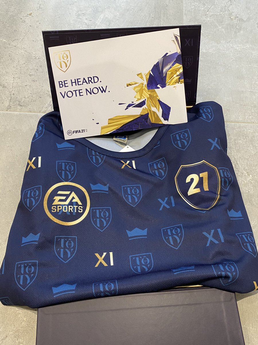 Shoutout to @EASPORTSFIFA for hooking me up with the NEW #TOTY kit! 😍  Remember to get your vote in now 🗳   #TOTY #FIFA21 @electronicarts 🙌