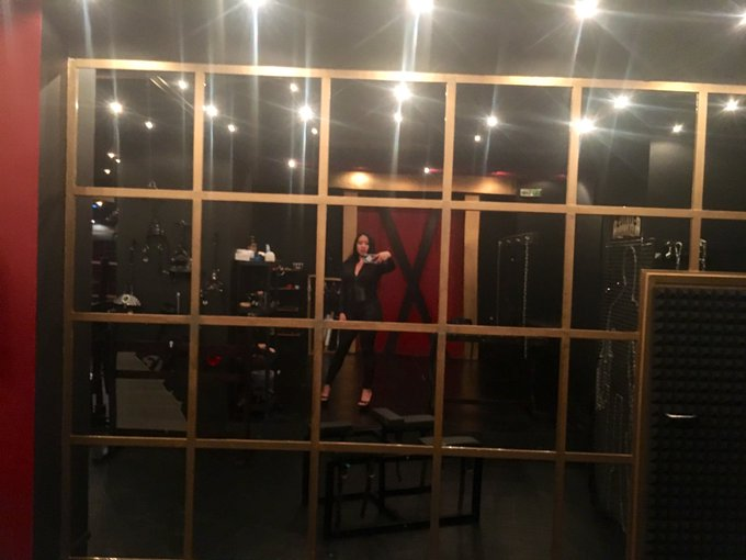 1 pic. Miss traveling and playing at other powerful Dommes' playspaces like @DungeonUndergr1 by @athensdomina
