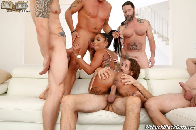 3 pic. Have you seen my #Gangbang yet ?? I took on Five legends for @DogfartProd https://t.co/AxKeWO