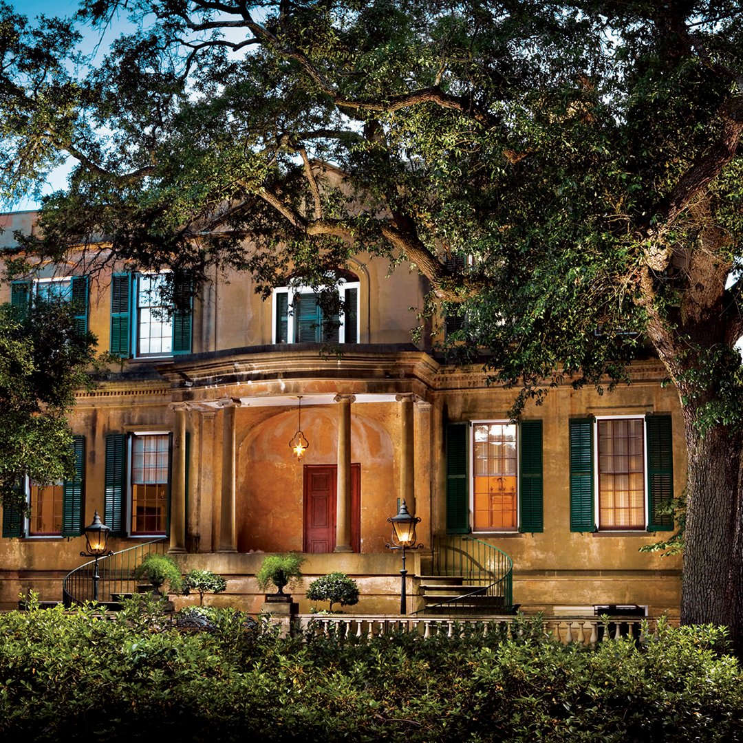 Ghost walks and tours with over 21 chilling stories. #VisitSavannah #21DaysOfTheDeSoto https://t.co/9MFJdznO0s
