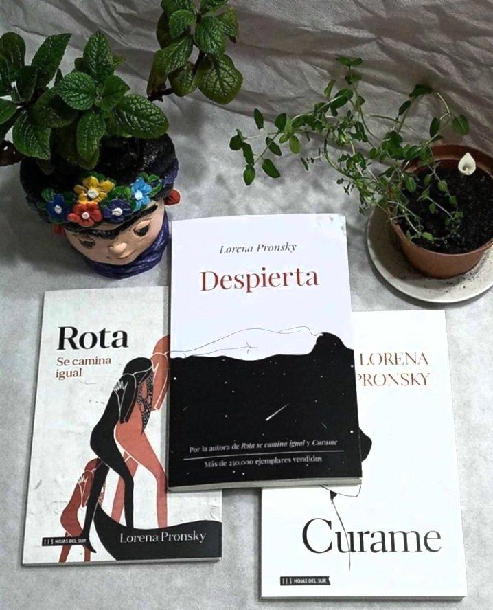 Tenemos stock de estos nenes, si alguien quiere pasar el verano con ellos nos avisa #lectura #libros #leetodoelaño #Verano2021 @LorenaPronsky @hojasdelsur #Uruguay