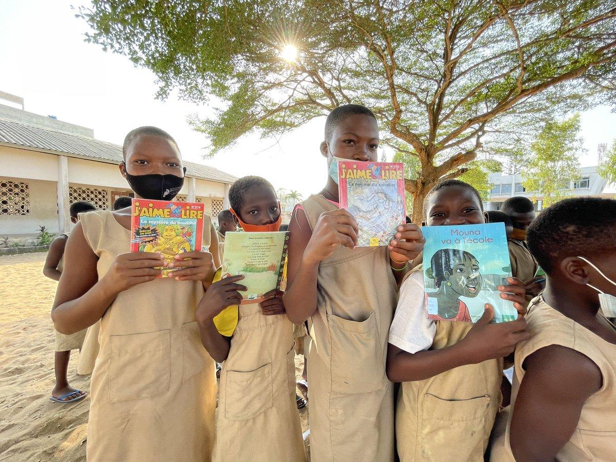 """""""Un enfant, un enseignant, un stylo et un livre peuvent changer le monde""""(Malala Yousafzai)  Apprendre à un enfant à lire, c'est lui permettre de s'émanciper et découvrir le monde en toute liberté.  Quel est le livre qui a le plus marqué ton enfance?  Un livre, #pourchaqueenfant"""