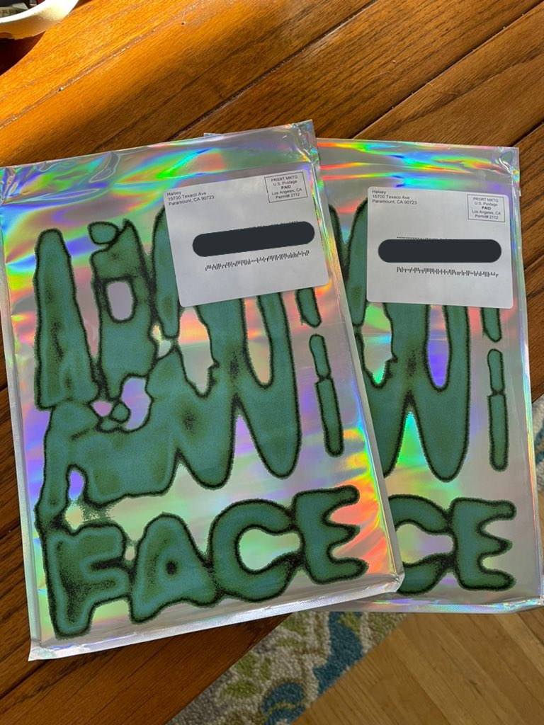 🎨 ABOUT-FACE ZINE GIVEAWAY! 🎨  I got an extra and I want you to have it! (open internationally but pls see next tweet!)  all u gotta do is—  • like + rt • reply with your favorite halsey makeup look OR the product ur most excited about!