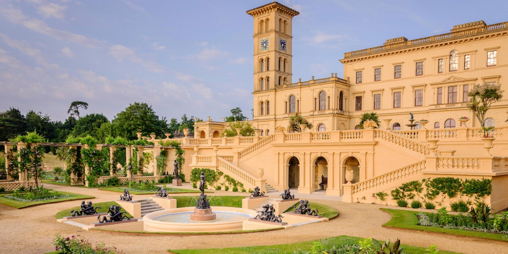 Missing your favourite #IsleofWight attractions? Here's a postcard from @EHOsborneHouse.👑  Take a tour of Queen Victoria's former holiday home.👇  ℹ️ https://t.co/JBr0dlroL1 #TheIslandIsWaiting #SupportIOW #LoveGreatBritain #IOW #IsleofWight https://t.co/0IAa9LK9GI