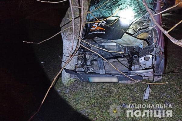 На Тернопільщині ДТП: жінка загинула на місціНа Тернопільщині вчора, 12 січня, трапилася автопригода. Водій виїхав на смугу зустрічного руху і збив 69-річну жительку села Трибухівці. Жінка загинула на місці.https://t.co/fLI7nuuJET https://t.co/t3pdVupLK7