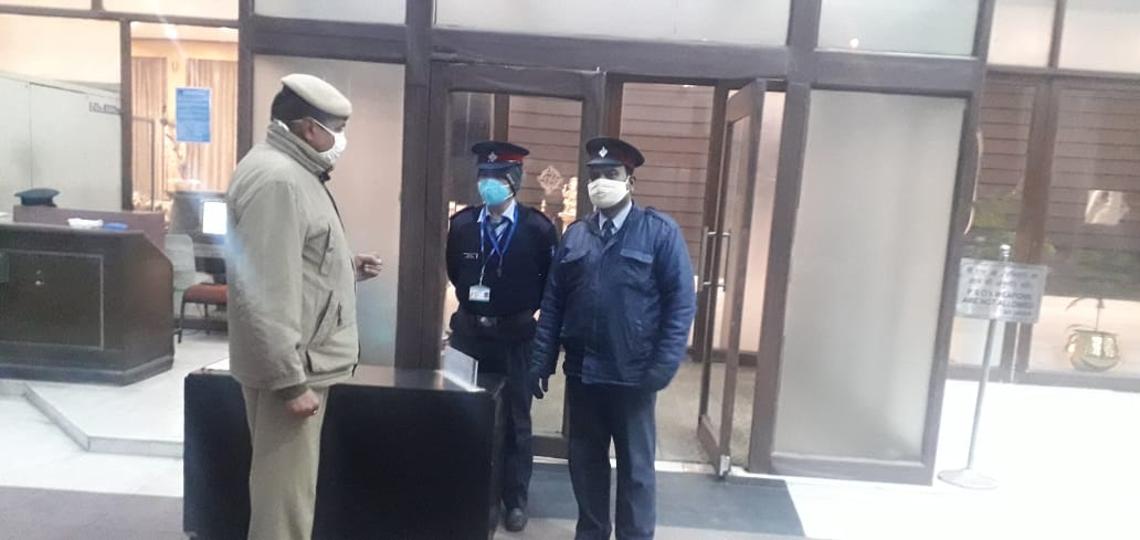 Security guards are being sensitized about security measures in New Delhi District in view of forthcoming Republic Day-2021  @CPDelhi @LtGovDelhi @PMOIndia @HMOIndia  @DelhiPolice  #WearAMask  #WashYourHands