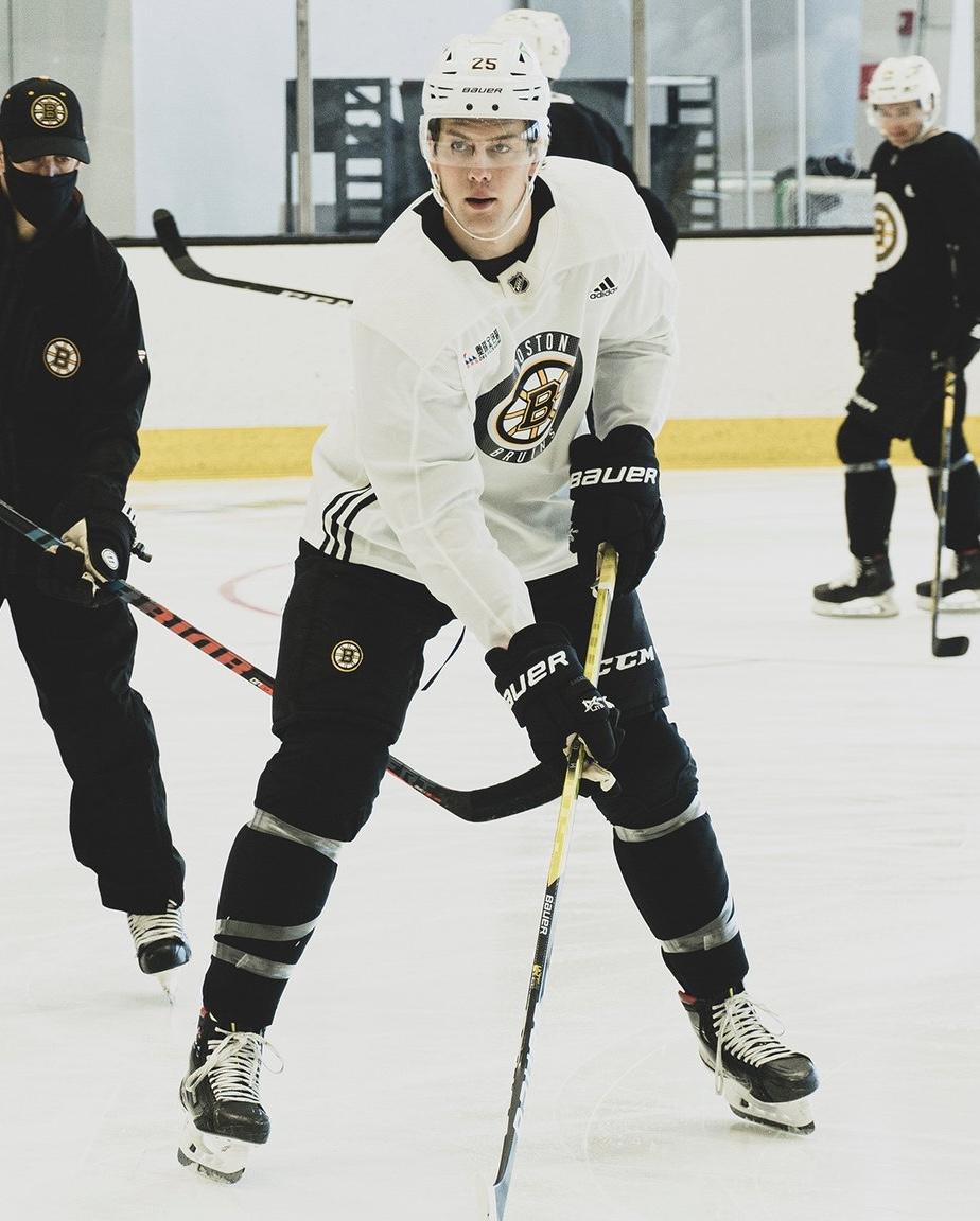 Another step toward a full Bauer transition for Brandon Carlo. He has added the Re-Akt 150 helmet.  📸: @NHLBruins   #NHLBruins @BauerHockey