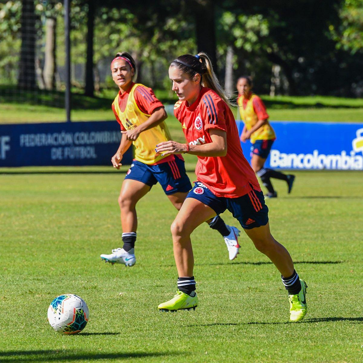 📸 ¡Enfocadas! 👊  Nuestra Selección Femenina de mayores continua con su ciclo de preparación 🙌  #VamosColombia 🇨🇴