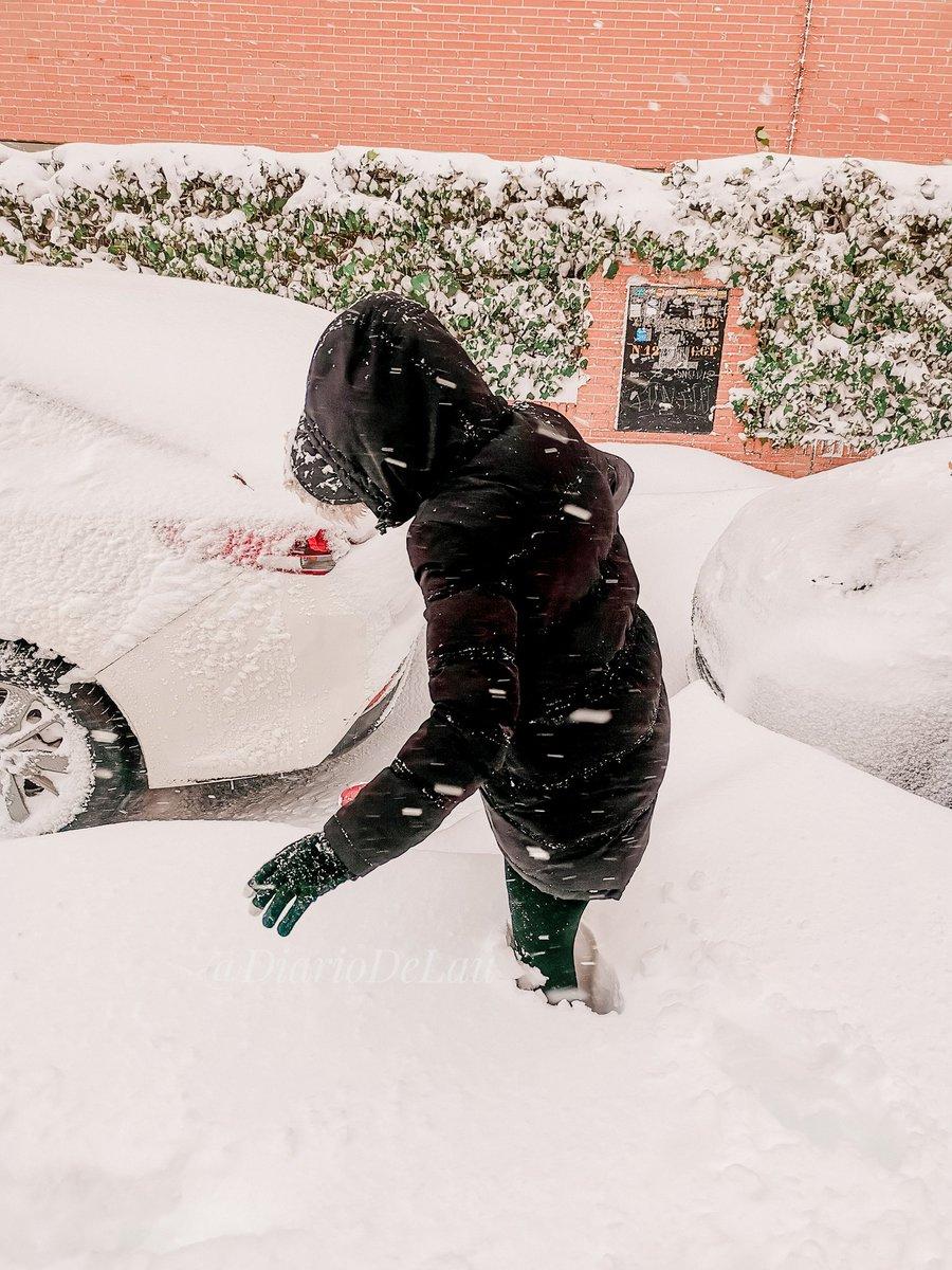 ☃️ Nieve por encima de la rodilla en Madrid.❄️  ❄️ ___ #Madrid #MadridNevado #nieve #Filomena #spain #photooftheday #frozenlandscapes #frozen #FelizMiercoles #NevadaEnMadrid #WednesdayMotivation #wednesdaythought #ootd #outfit #DiaMundialContraLaDepresion