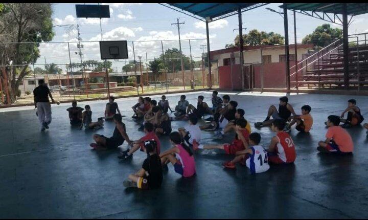 @Cpamphil17 Conversatorio con las Escuelas de baloncesto y jóvenes dispuestos a integrar el círculo de Arbitros, Barinas 👍 #VamosAJugar 🏀🇻🇪