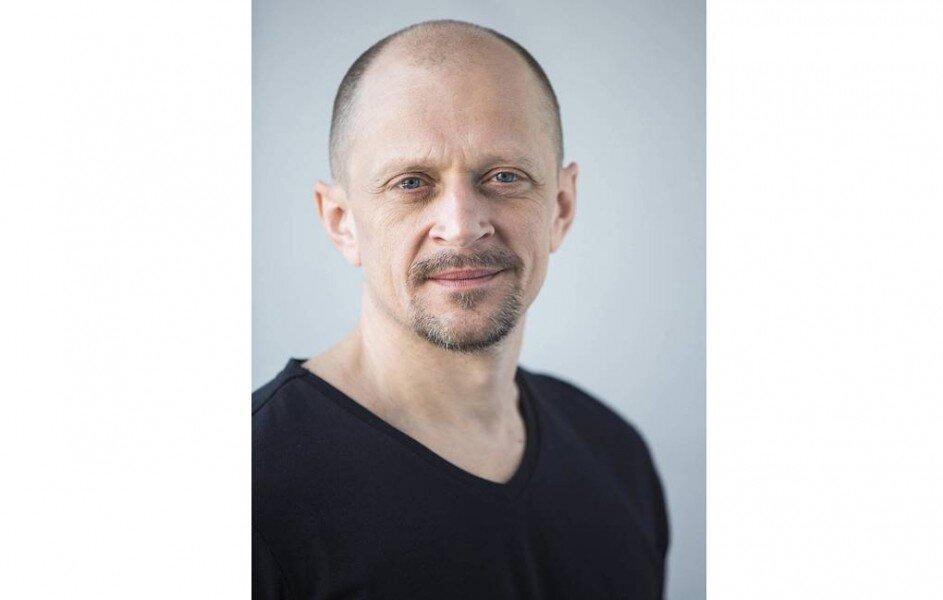 Актер Дмитрий Гусев найден мертвым в своей машине на юго-востоке Москвы https://t.co/BeARfl0uD4  Предварительно, актер потерял сознание за рулем. https://t.co/XRmPzd2DSq