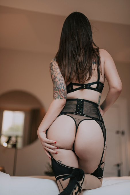 I'll be around today until 5pm. Come and take a bit of this peach 🍑   #gfe #perth https://t.co/1H0mX
