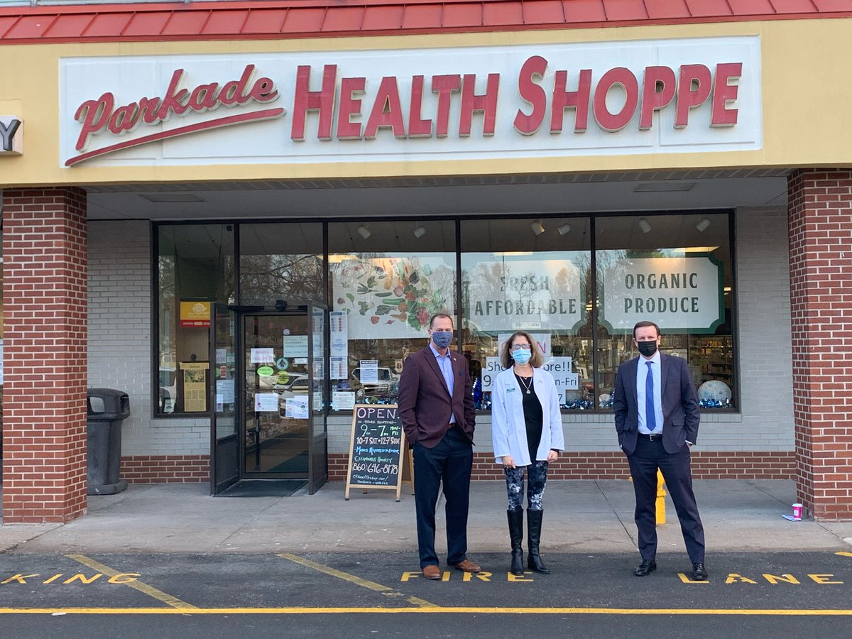 Thanks to Erika Dworkin for showing me and @MayorADJayMoran around Parkade Health Shoppe in Manchester today. I was there to talk about how $2,000 checks will grow consumer spending and help save small businesses. She agrees! https://t.co/XoULDvxpCJ