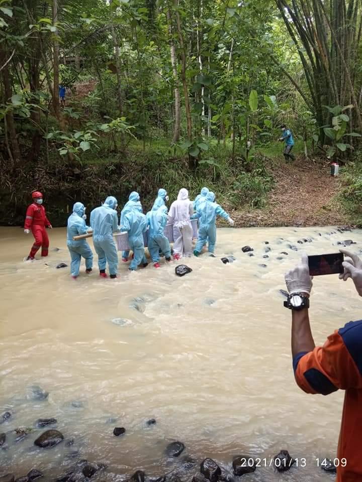 Replying to @arifnur: Tim pemakaman Jenazah dg protokol covid-19 MDMC Kulonprogo, DIY.    @MDMCIndonesia