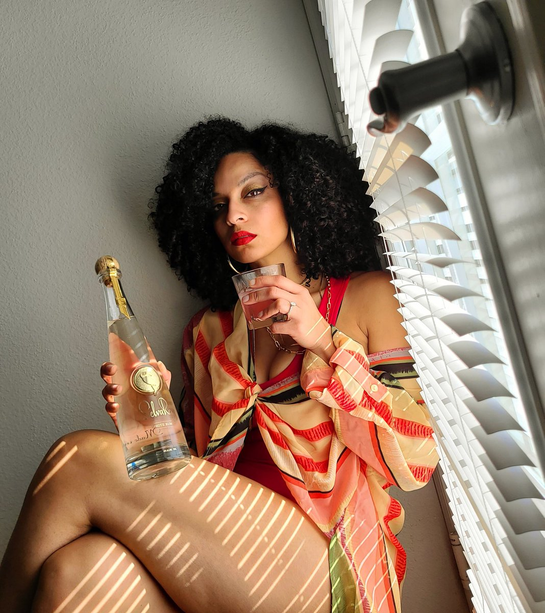 Tropical Luxury...at home with @SelvaReyRum 🌴🌴 #CheviRed #Selvareyrum #tropicalluxury #latina #blackgirlmagic #mixedlikemybeats #dj #tropicalvibes #sexy #rum #luxury #follow