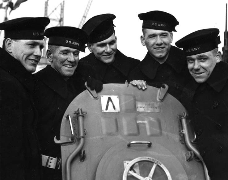 Americans Thomas & Alleta Sullivan have been informed that their five sons- George, Frank, Joe, Matt & Al, who joined US Navy on condition they all serve aboard the same ship- have been killed after a Japanese submarine torpedoed their ship, USS Juneau. https://t.co/kAfx14Hiqq