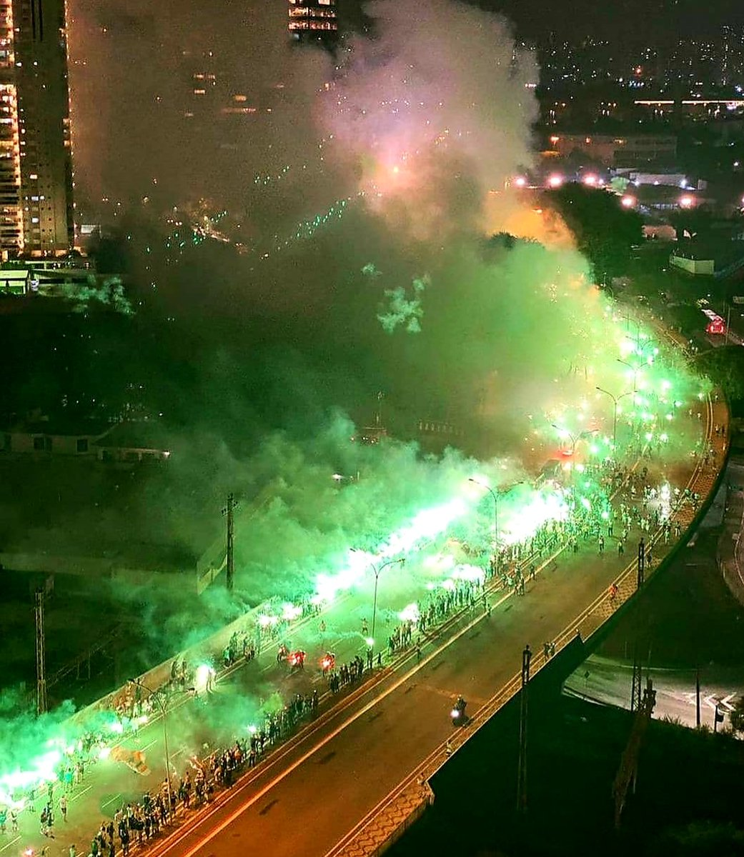 Palmeiras fans boosted their players last night ahead of the semi-final of the copa libertadores vs River Plate. https://t.co/yWWeqsHWLd
