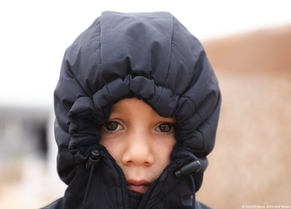 Nearly 10 years of conflict & harsh winter conditions pose life-threatening risks to children living in northwest Syria.  @UNICEF is on the ground supporting families with warm clothes, education, healthcare and safe water.