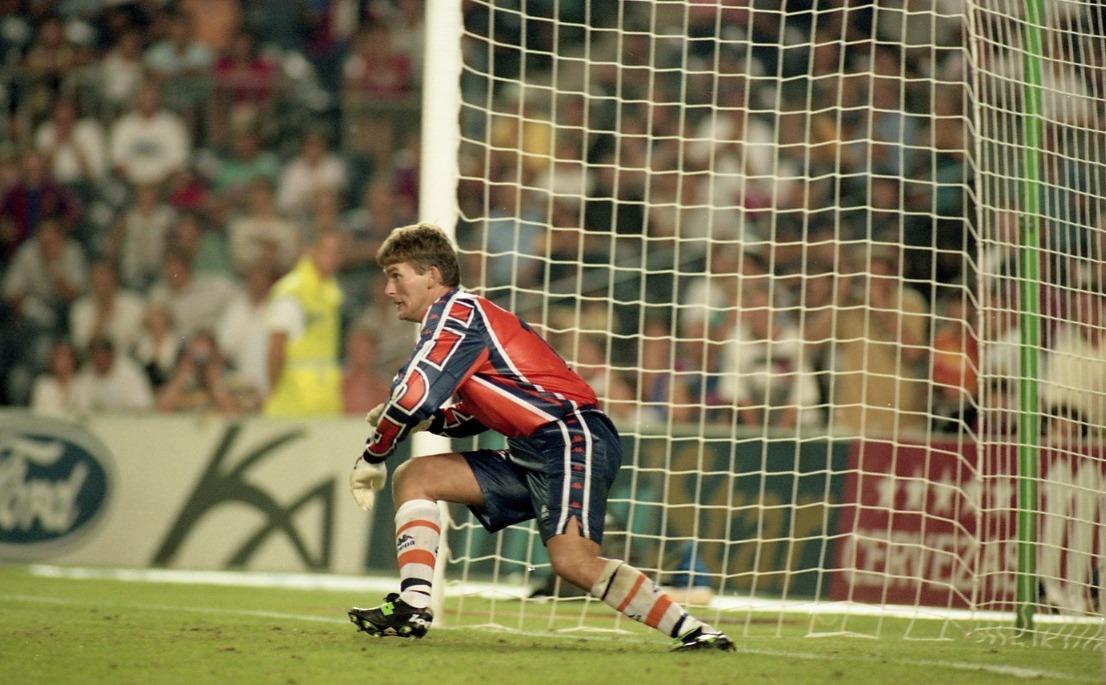 🔙 L'última tanda de penals del Barça en un partit oficial va ser el 29 d'abril del 1998 a la final de Copa  Ruud Hesp va ser l'heroi aquella nit...💙❤
