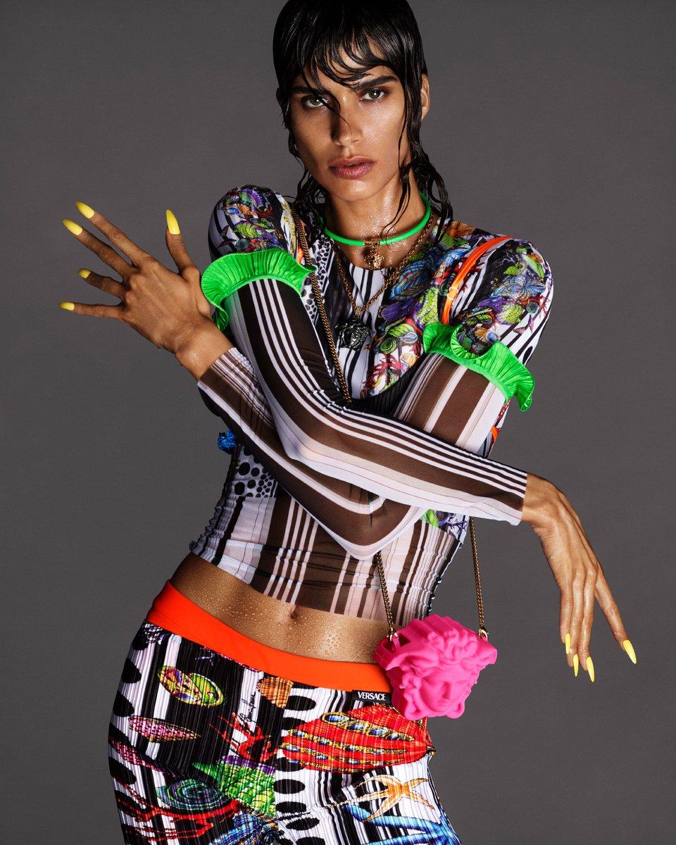 Versace の新作が JOJO 立ちにしか見えない #VersaceSS21  #JOJO立ち #JOJOPose