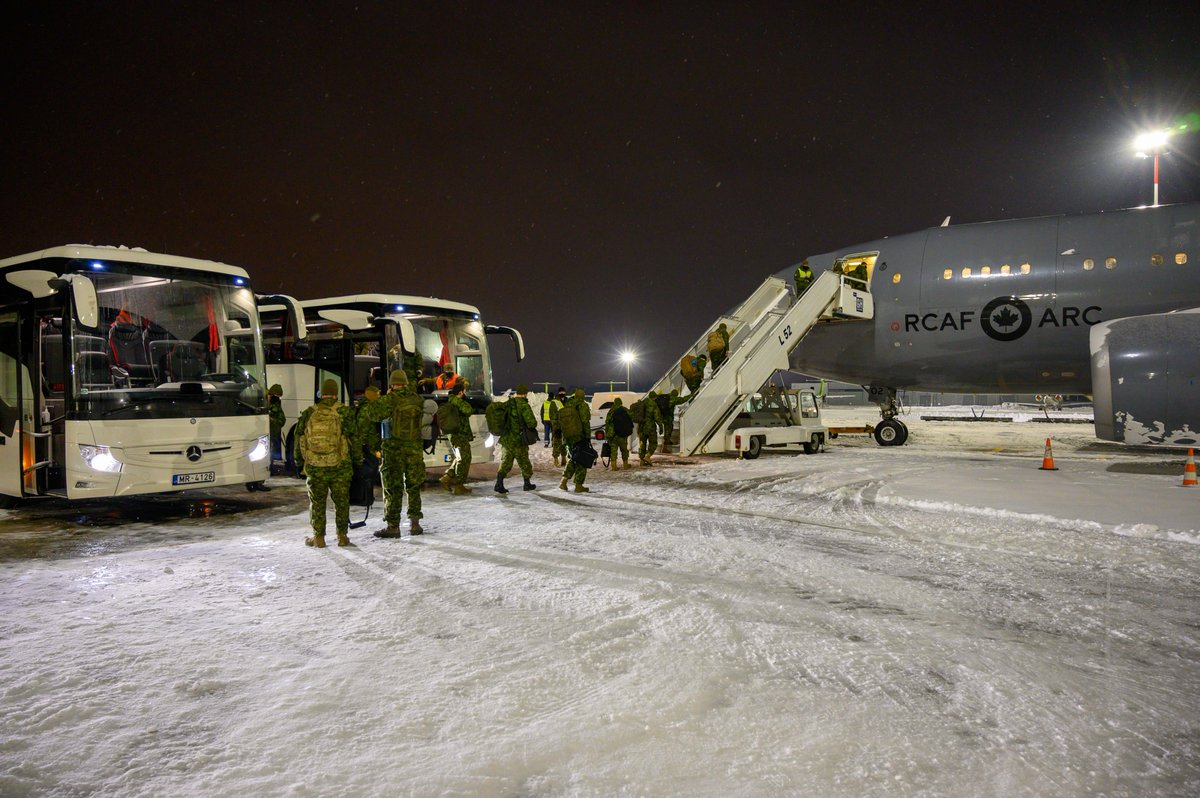 1/2 Today, a 1st flight of #CAF members is returning to Canada from a 6-month deployment in Latvia under #OpREASSURANCE. They will be isolating for the next 14 days to prevent spreading COVID-19. Personnel will be gradually and safely returning over the next several weeks.