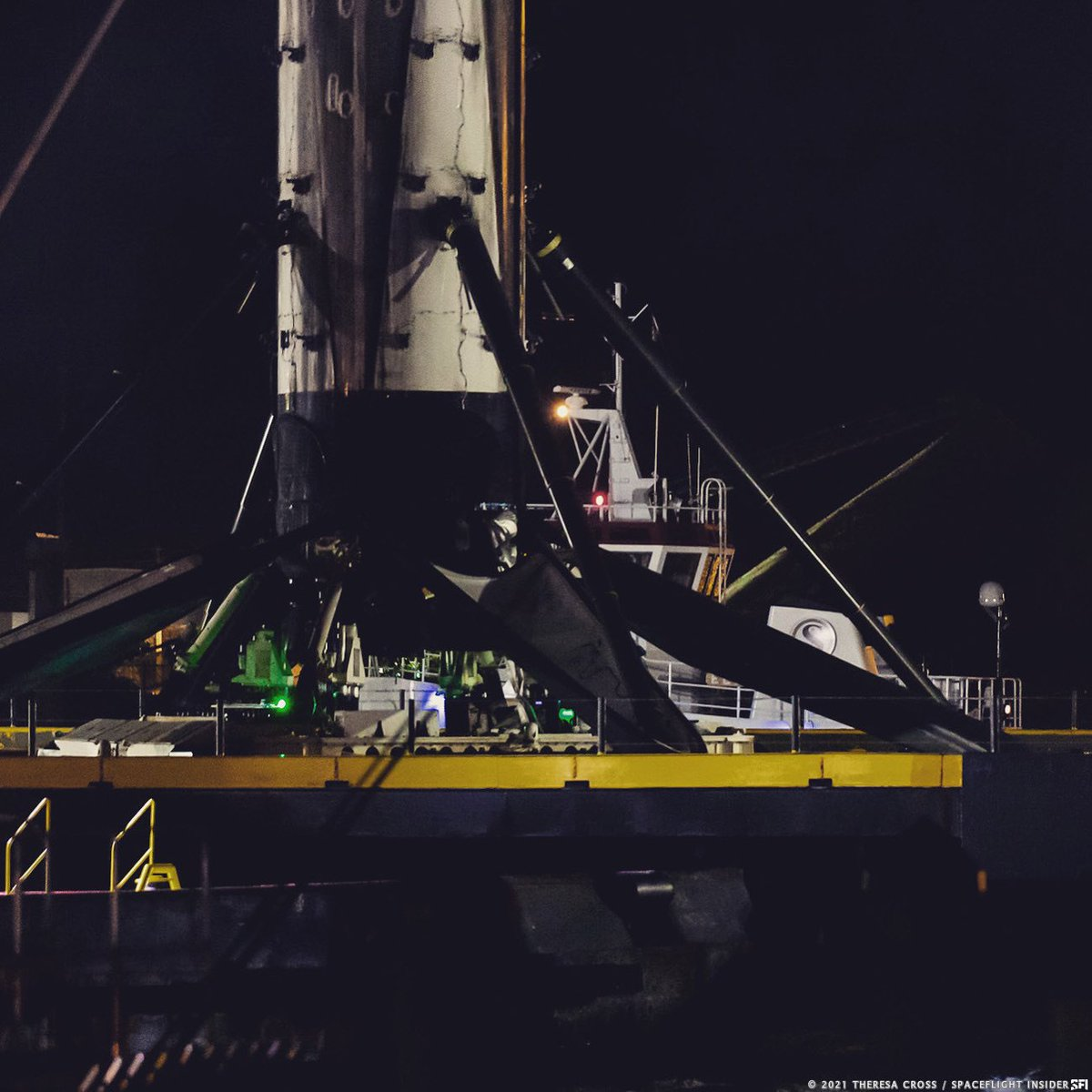Another look at the January 11 arrival of #B1060.4 into @portcanaveral./tc #türksat5a #falcon9 #spacex #rocketbooster