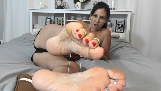 everyone seemed to like my cummy #feet and #soles and it dripping from my #toes last time, so here is